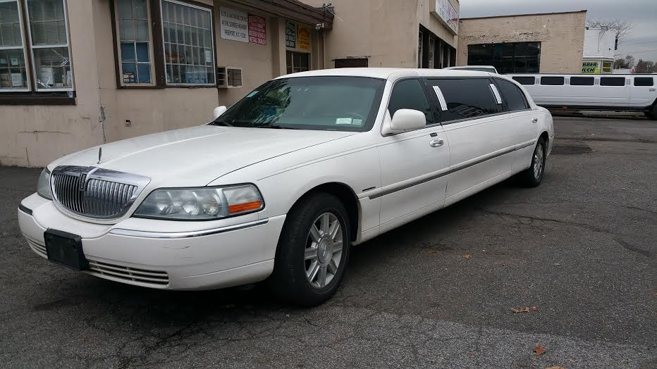 showroom - 6 Pass Stretch Lincoln Limousine
