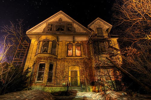 haunted house tours on Long Island