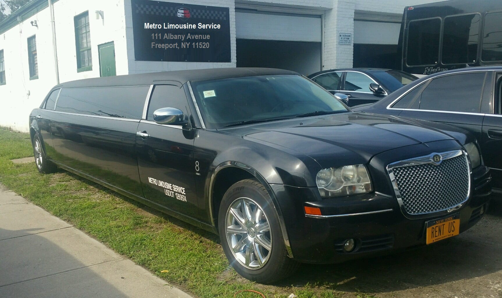 showroom - 10 Pass Stretch Chrysler 300 Limousine