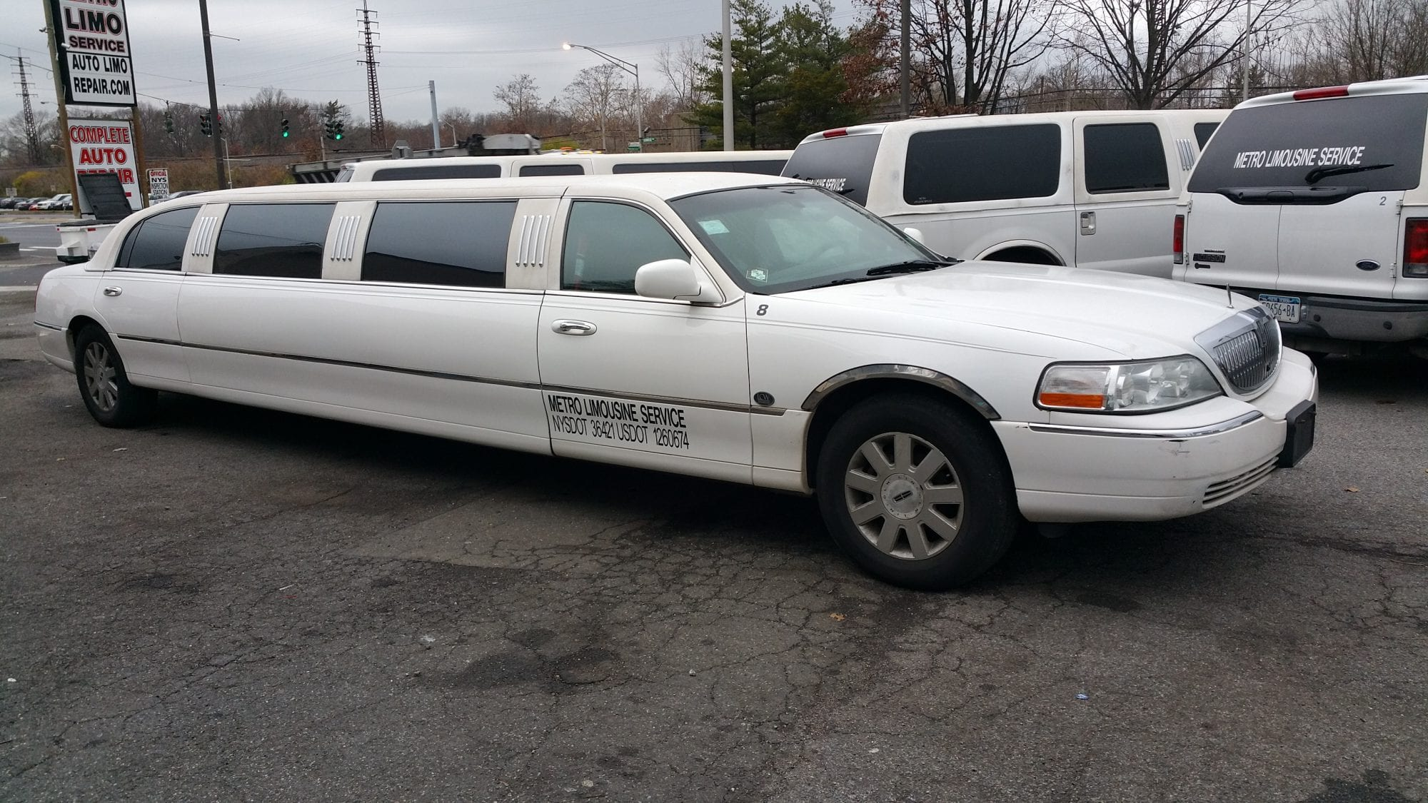 showroom - 10 Pass Lincoln Limousine