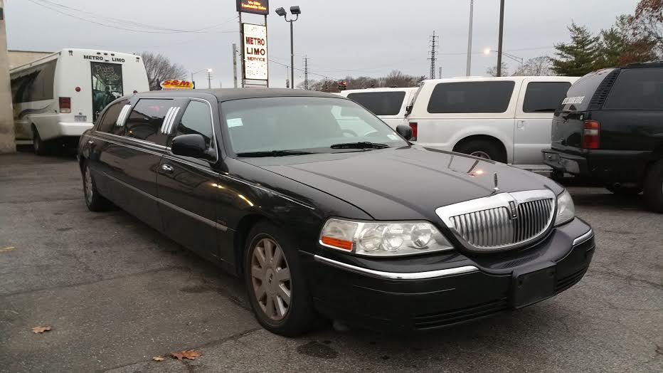 showroom - 6 Pass Lincoln Limousine